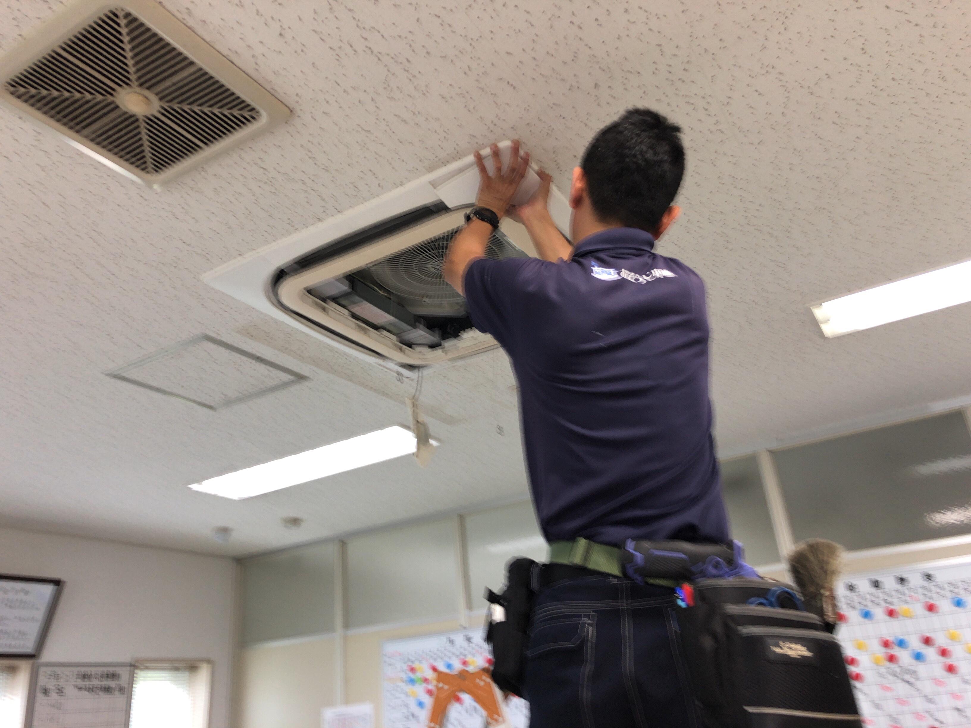 天井埋込式エアコン☆