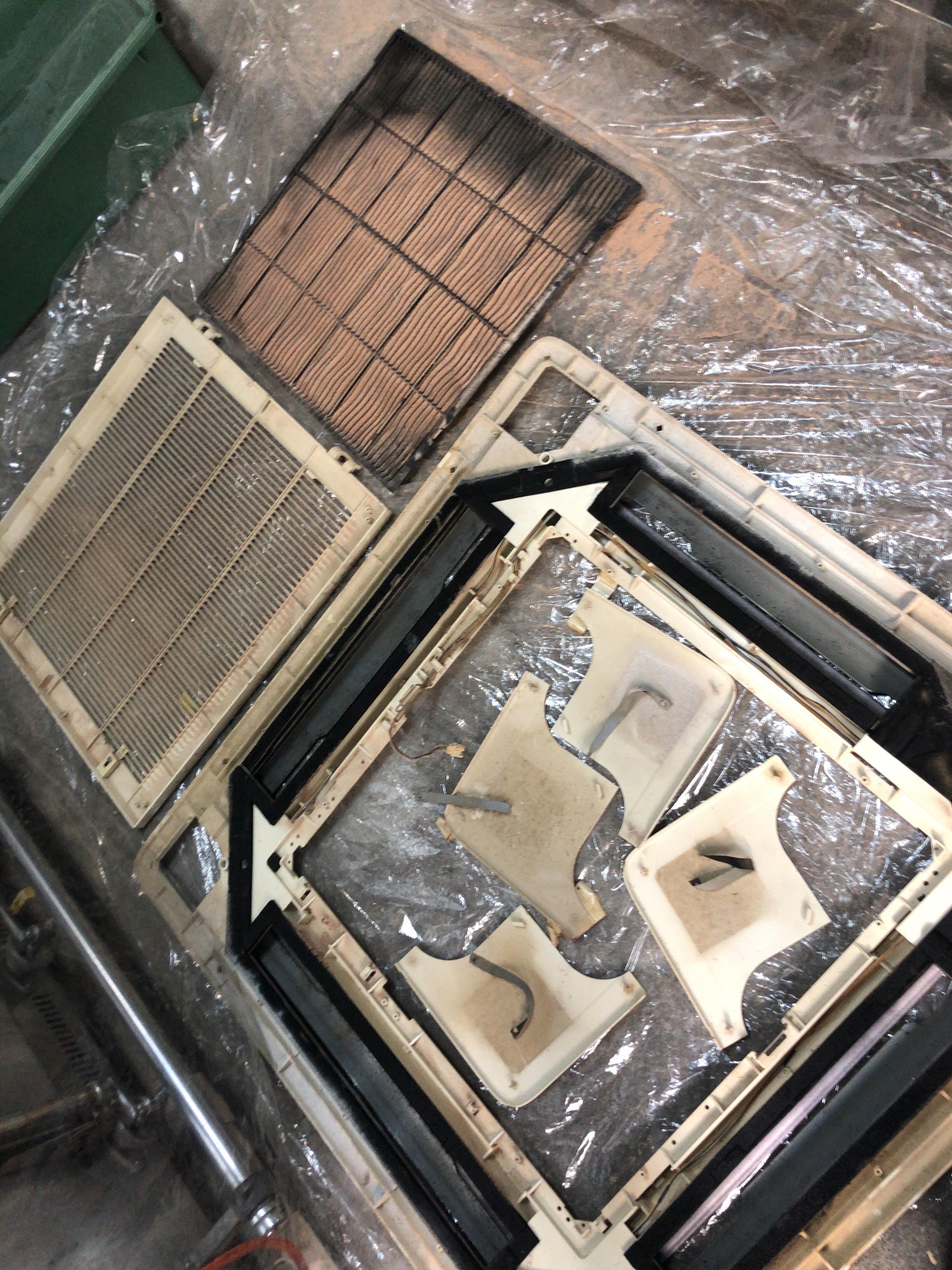 天井埋込式 エアコン ♬ 分解洗浄